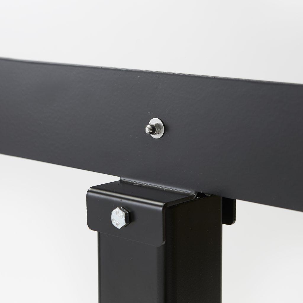 Base en acier pour montage ecran en plexiglass