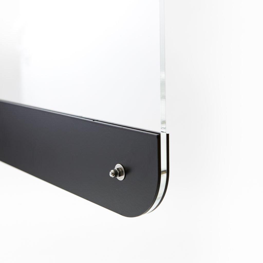 Ecran en plexiglass monte sur base en acier