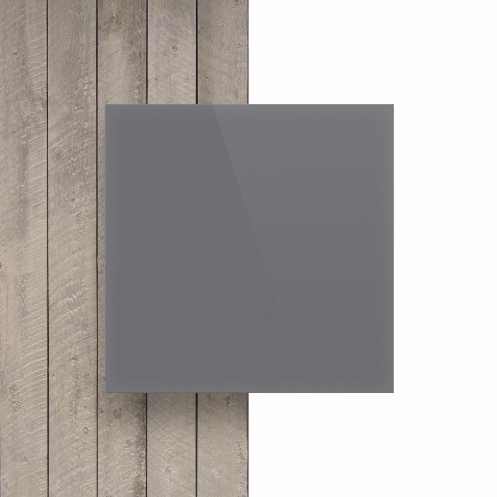 Devant plaque de lettres en plexiglass gris brillant